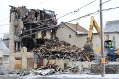 apartment-building-being-torn-down-2nd-north-street-lehighton-1-10-2017-6