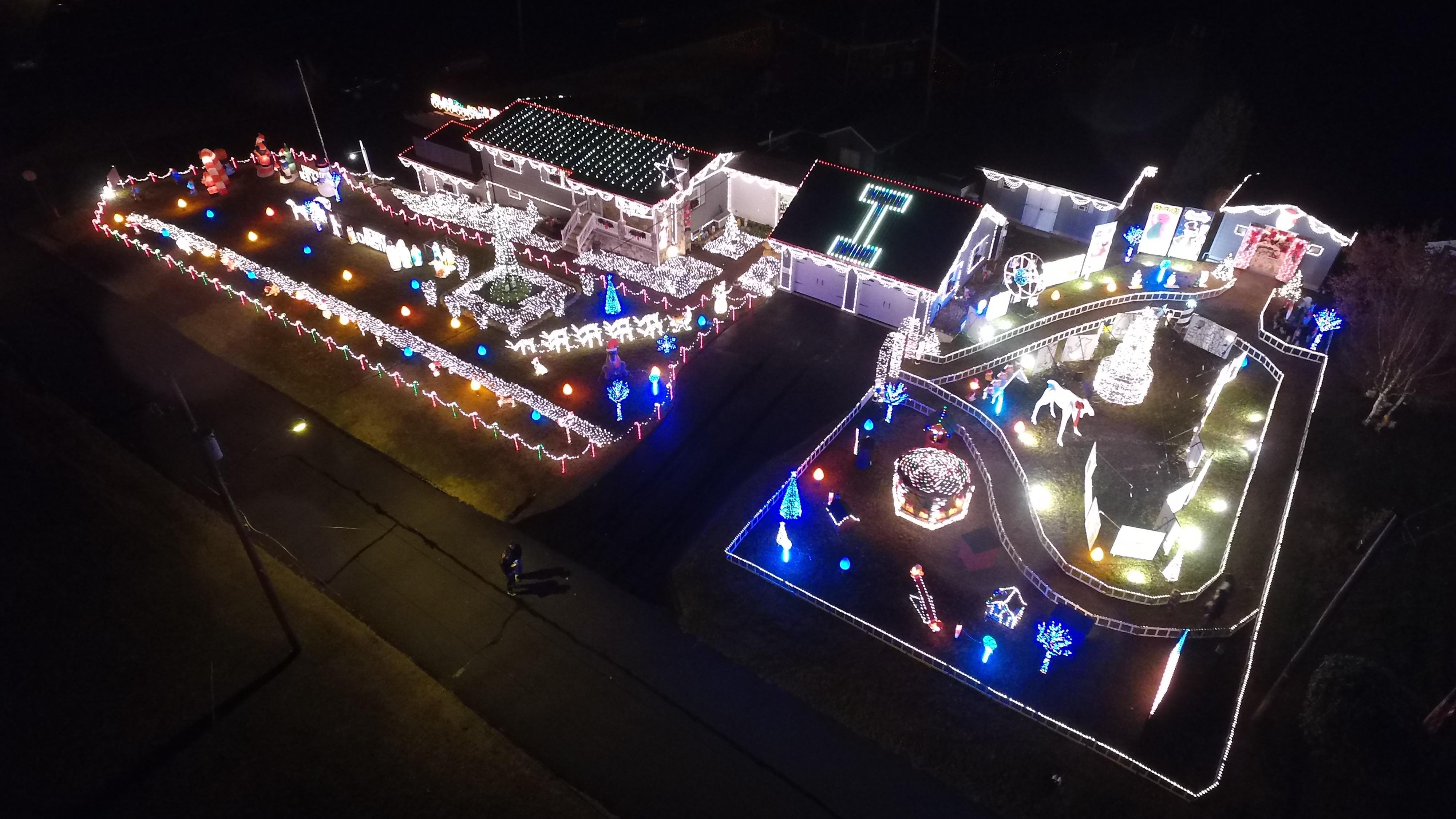 Fabrizio Holiday Light display raises $912 for Make-A-Wish