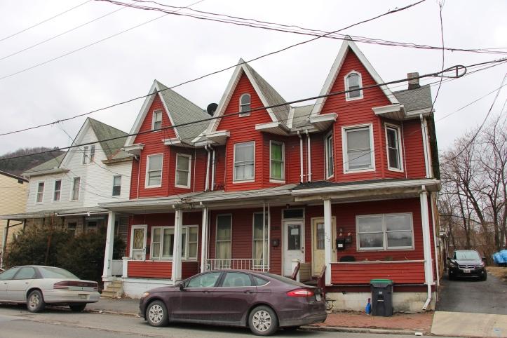 look-up-homes-on-center-street-tamaqua-1-28-2017-2