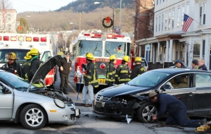 motor-vehicle-accident-intersection-of-broad-street-greenwood-street-tamaqua-1-13-2017-3
