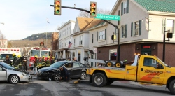 motor-vehicle-accident-intersection-of-broad-street-greenwood-street-tamaqua-1-13-2017-4