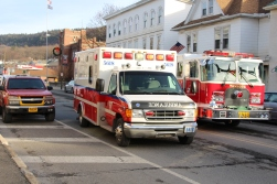 motor-vehicle-accident-intersection-of-broad-street-greenwood-street-tamaqua-1-13-2017-5