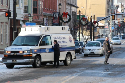 pedestrian-struck-200-block-of-east-broad-street-tamaqua-1-15-2017-13
