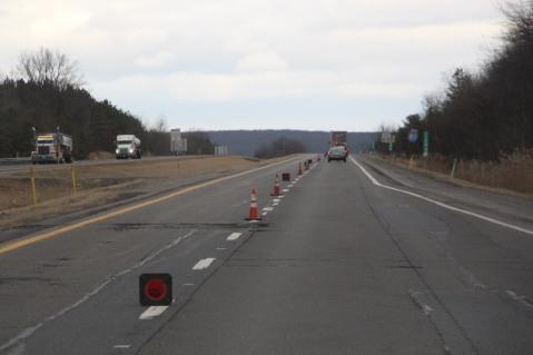 repairing-potholes-penndot-interstate-81-1-26-2017-4