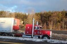 tractor-trailer-off-road-interstate-81-northbound-near-frackville-1-25-2017-24