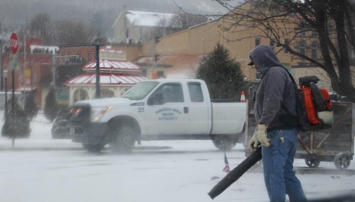 snow-blowing-tamaqua-borough-crew-depot-park-tamaqua-1-31-2017