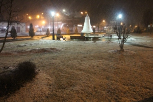 start-of-snowfall-depot-square-park-tamaqua-2-9-2017-1