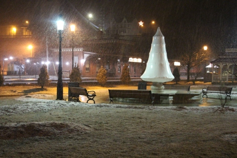 start-of-snowfall-depot-square-park-tamaqua-2-9-2017-3